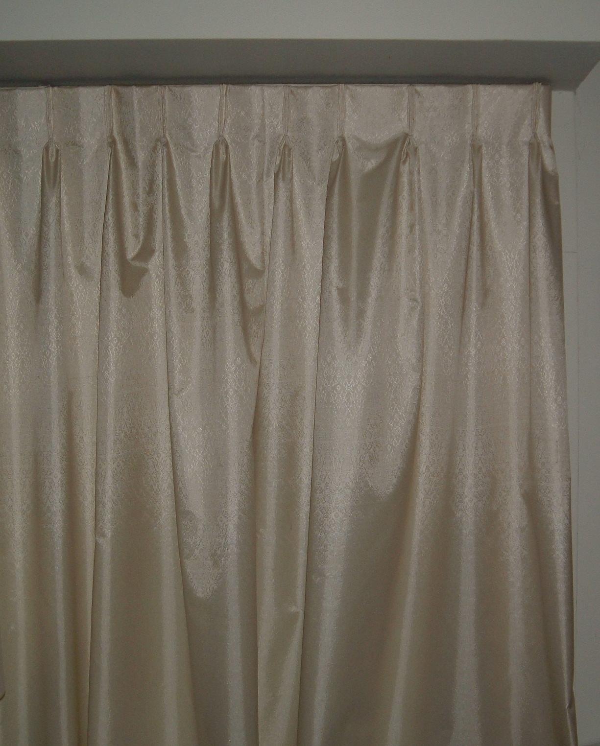File:Curtain.agr.jpg