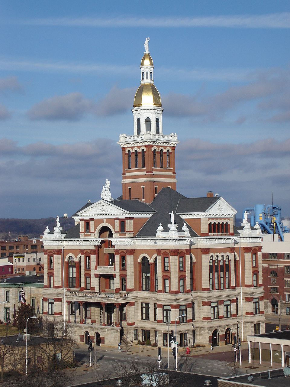 S 90 3 >> Dubuque County Courthouse - Wikipedia