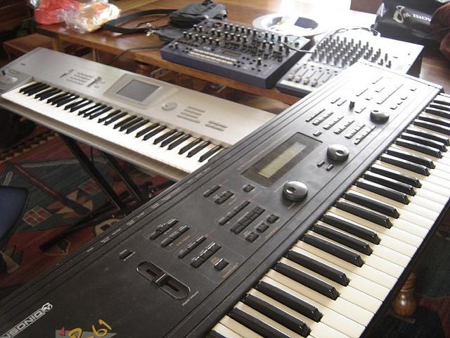 File:Ensoniq MR-61, Korg Trinity, Roland JP-8080 @ Tributo Jean Michel Jarre.jpg