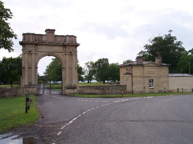 File:Entrance gates Croome Court.jpg