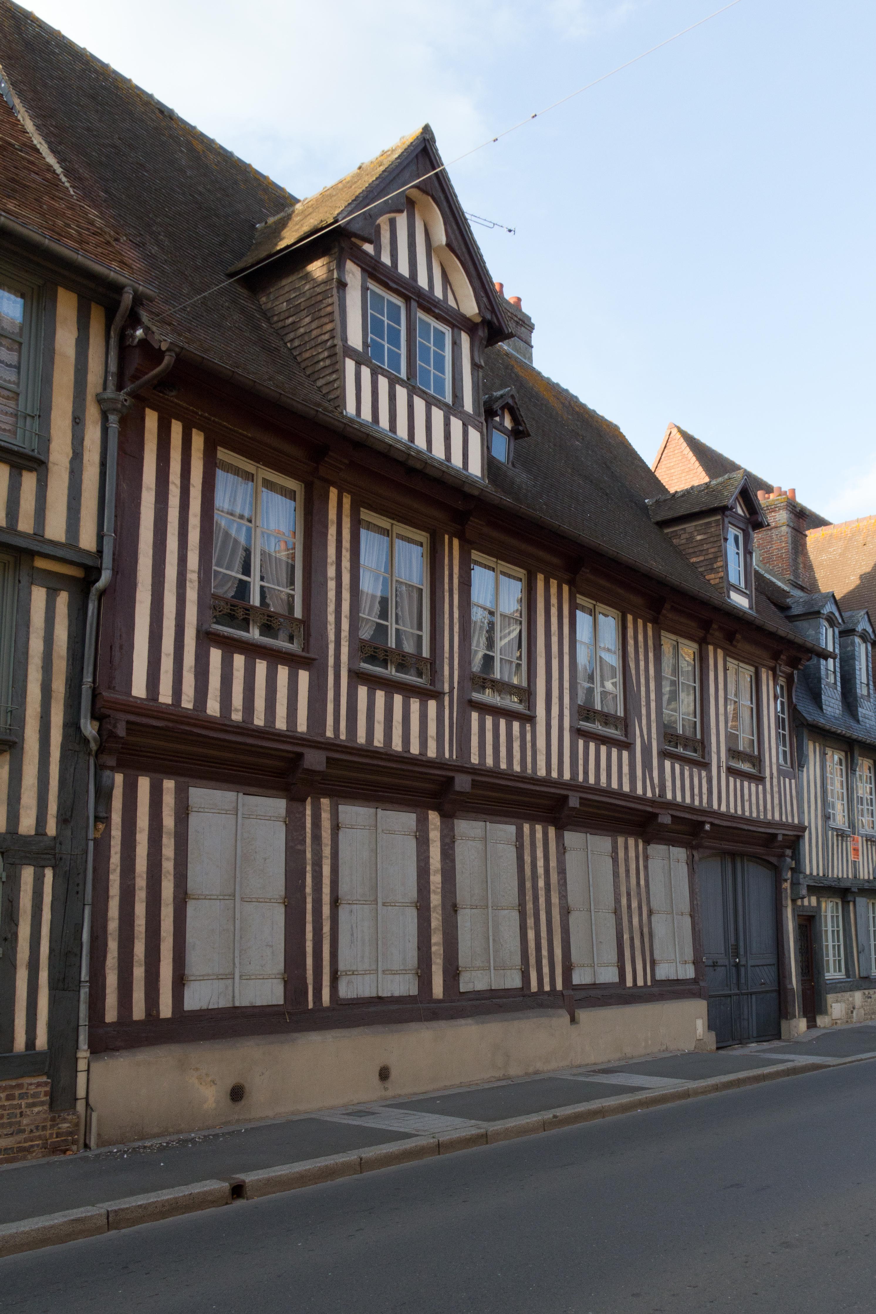 File fa ade de la maison pans de bois au 67 rue saint for Facade en bois maison