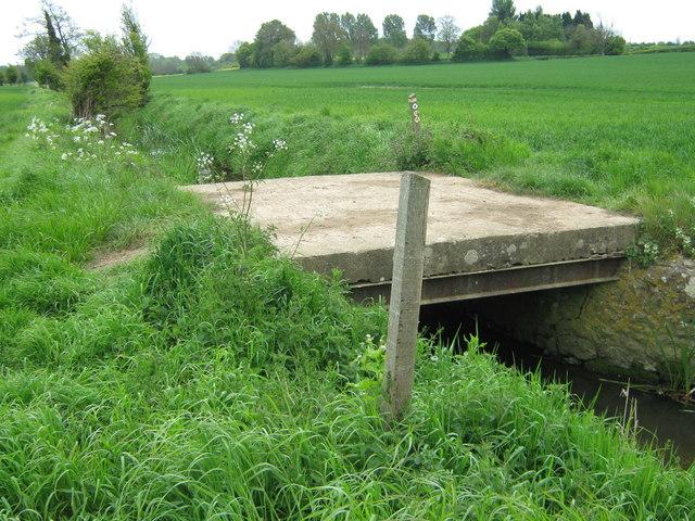 Footbridge on Stour Valley Walk - geograph.org.uk - 1292636