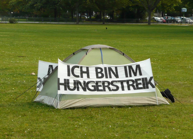 Hungerstreik Zelt Hannover.jpg