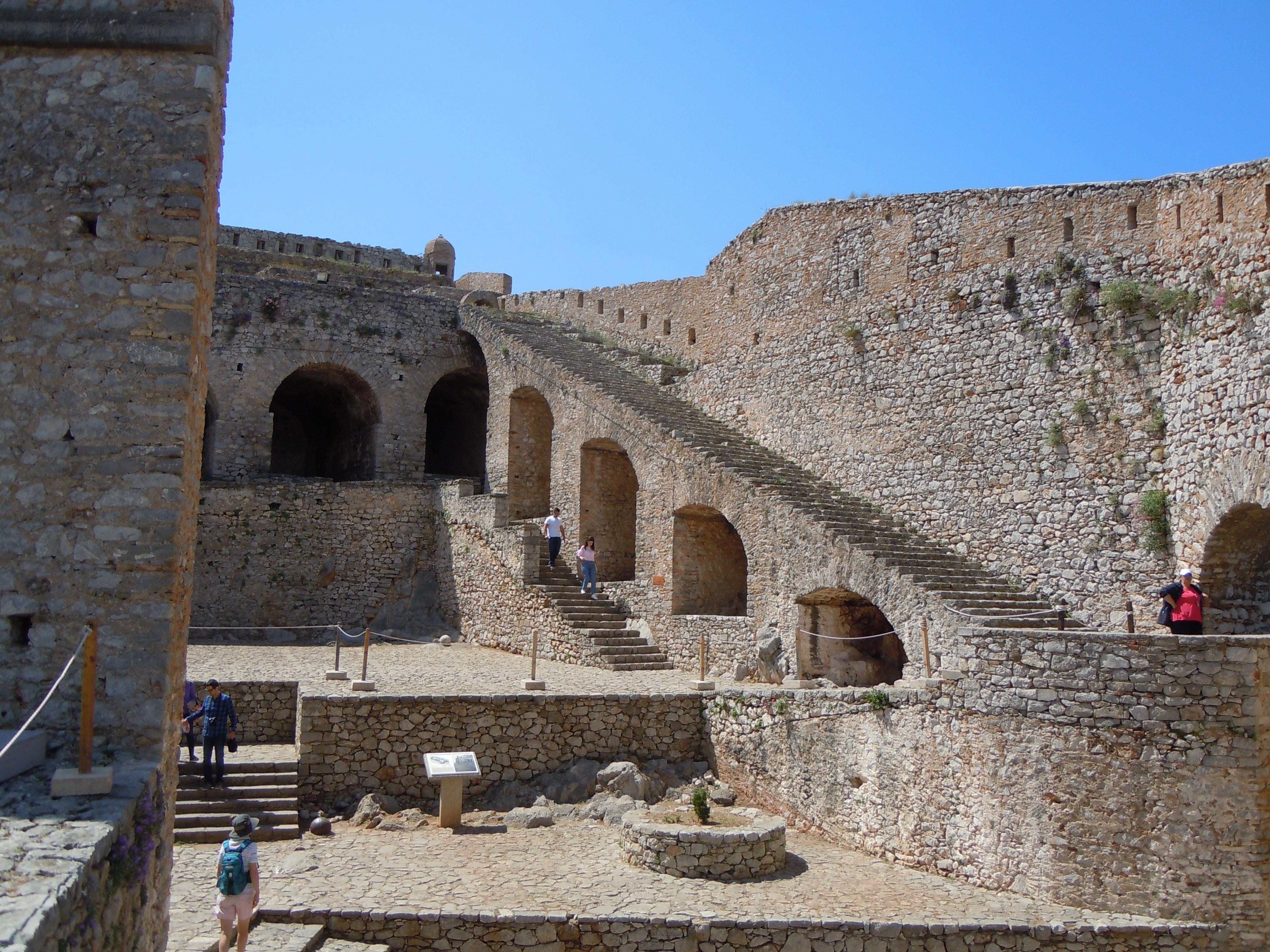 Fichier:Intérieur de la Forteresse Palamède.jpg — Wikipédia