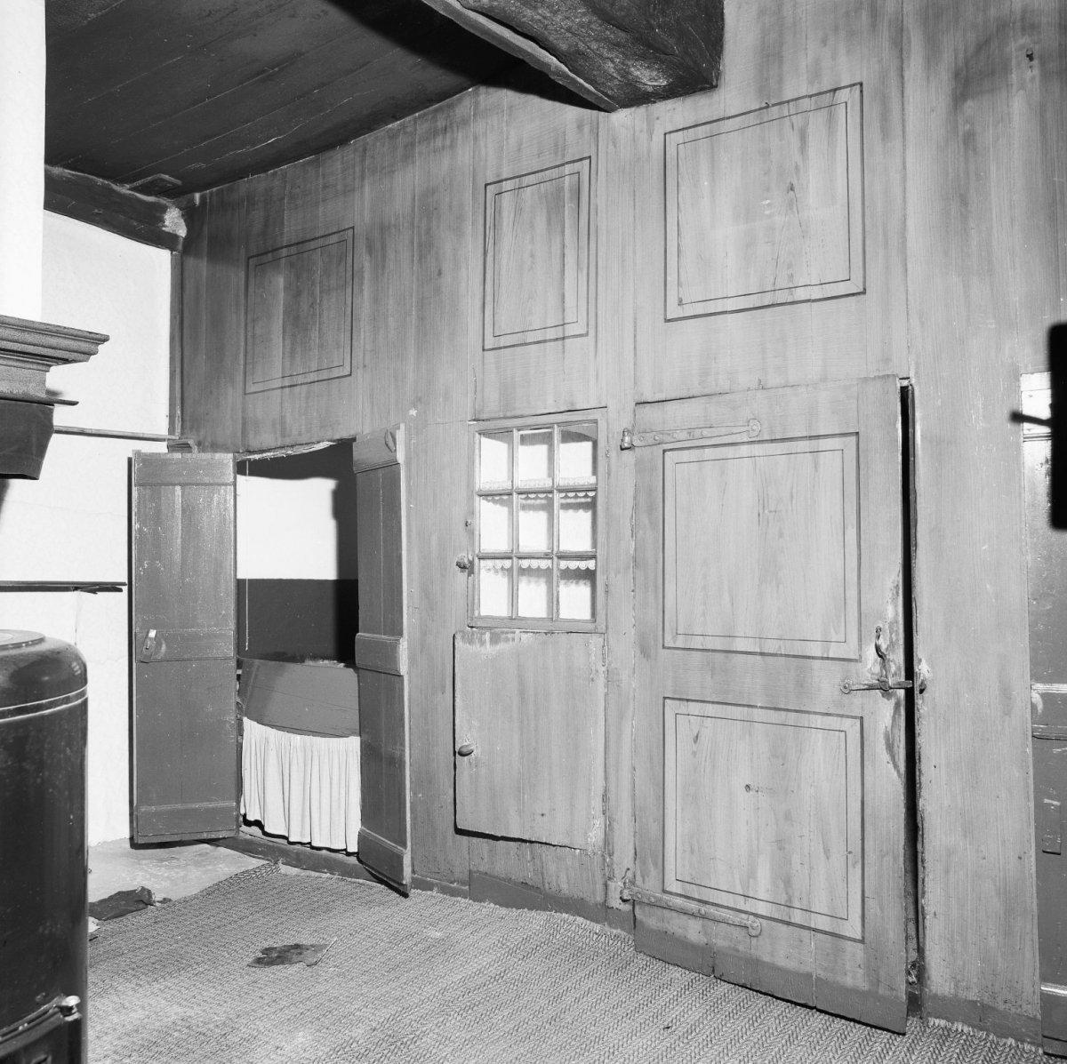 File:Interieur achterkamer, detail bedsteewand - Zweeloo - 20228220 ...