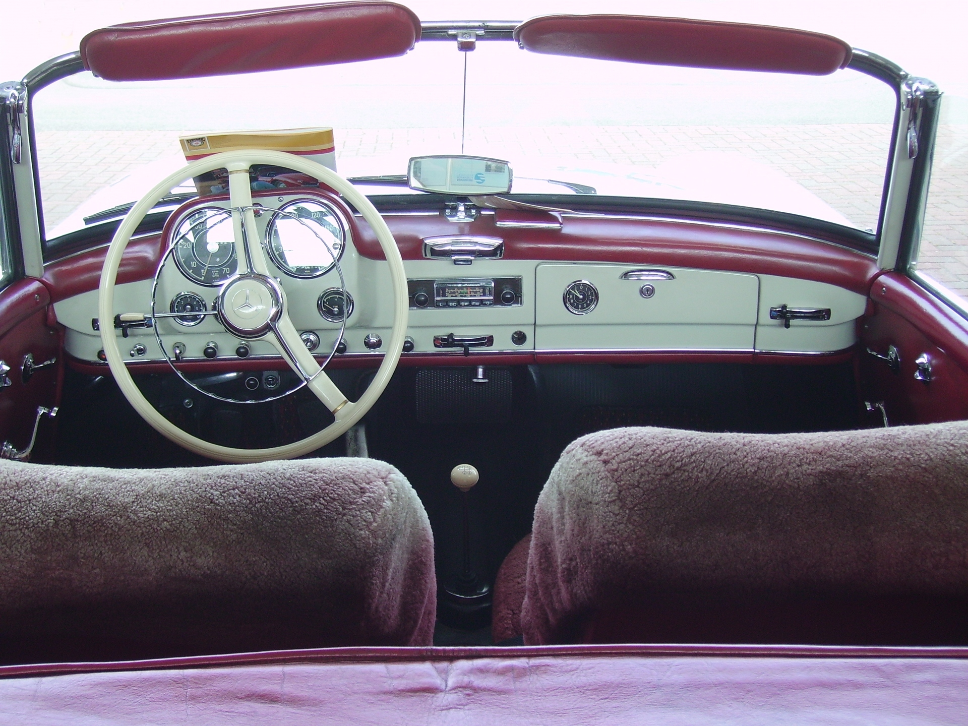 File:Interior Mercedes-Benz 190 SL.jpg - Wikimedia Commons