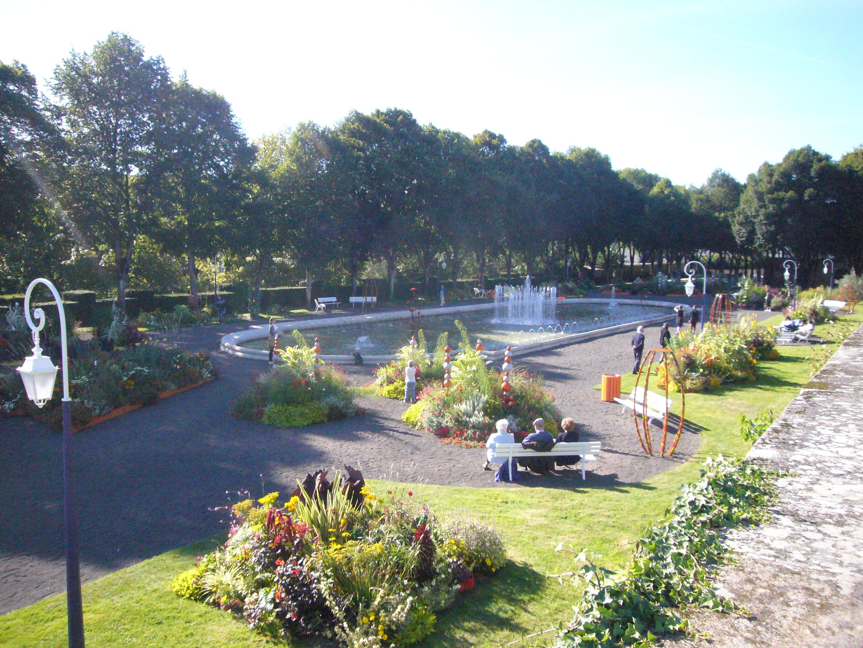 File jardin de l 39 ev ch de limoges jpg wikimedia commons - Jardin mediterraneen limoges ...