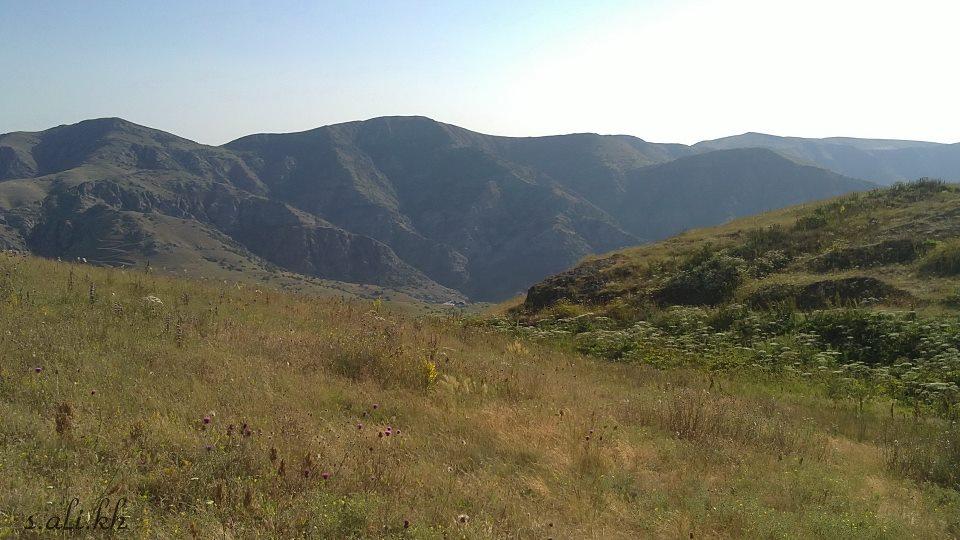 چشم انداز زیبا از طبیعت کوهستانی خان کندی شهرستان گرمی