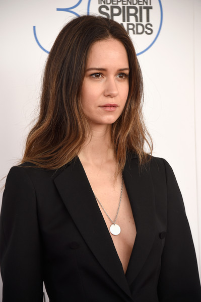The 38-year old daughter of father Sam Waterston and mother Elisabeth Waterston Katherine Waterston in 2018 photo. Katherine Waterston earned a  million dollar salary - leaving the net worth at 20 million in 2018