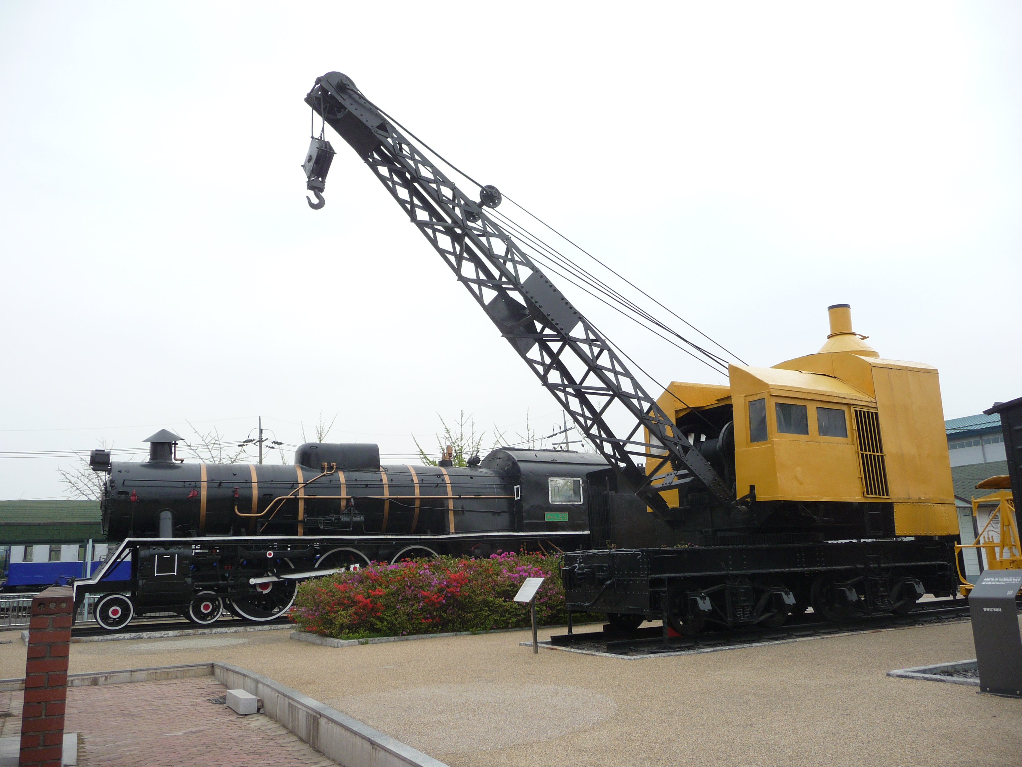Build Your Own Car >> File:Korean railway crane.JPG - Wikimedia Commons