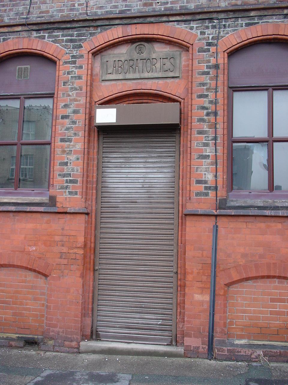 FileLaboratories door Prussia Street Liverpool.JPG & File:Laboratories door Prussia Street Liverpool.JPG - Wikimedia ...