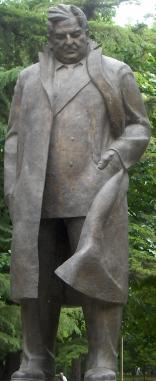 Leonidze statue.jpg