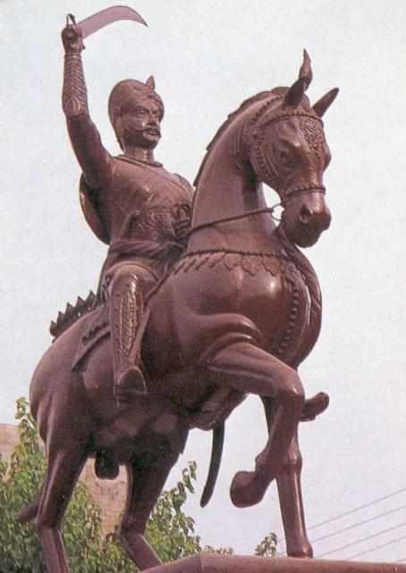 Statue of Udal in Mahoba (source: Wikimedia)