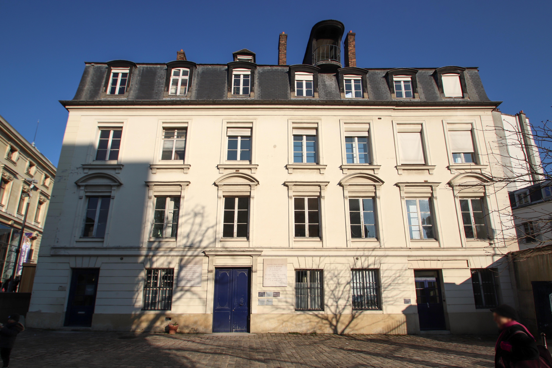 File:Maison de Buffon dans le Jardin des Plantes à Paris le ...