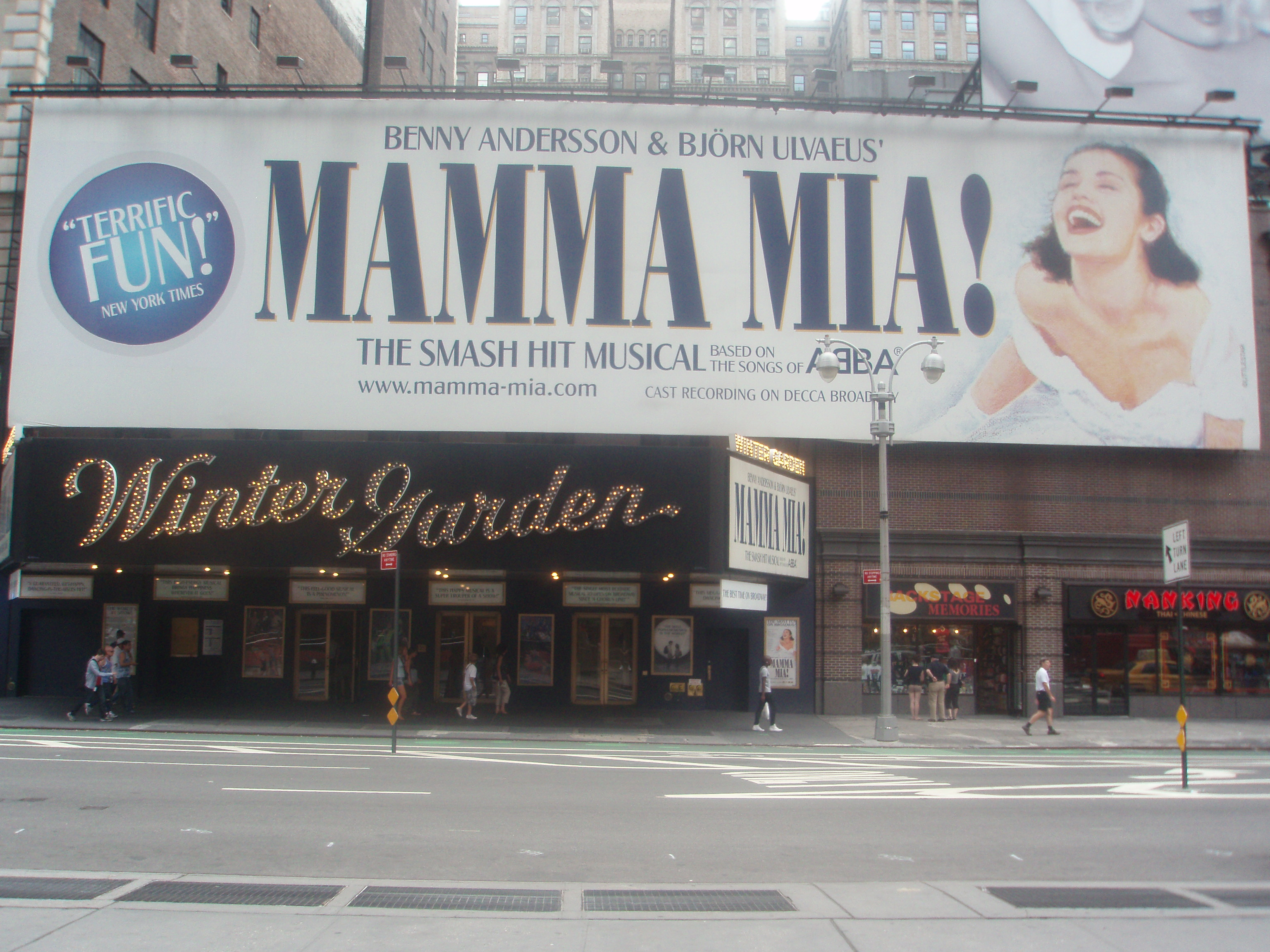 file mamma mia broadway jpg wikimedia commons