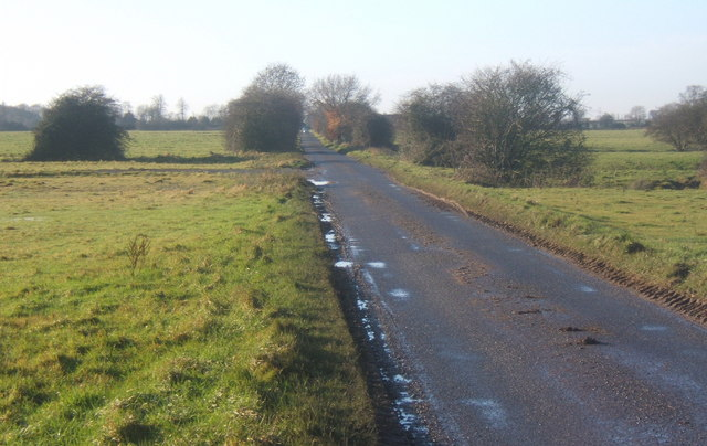 File:Mellis Road, a long straight stretch - geograph.org.uk - 1083133.jpg