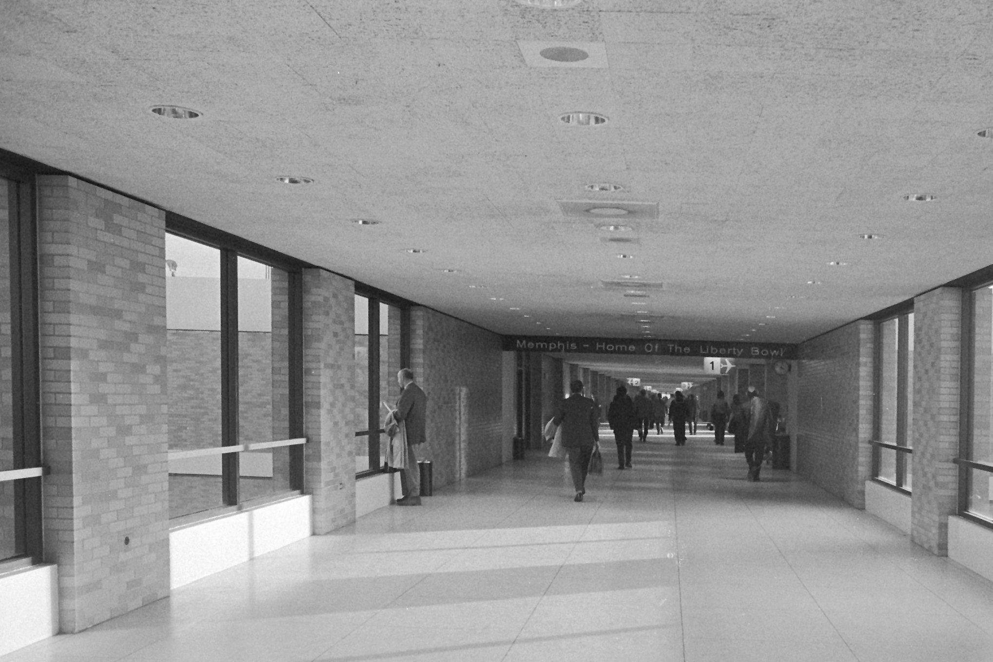 http://upload.wikimedia.org/wikipedia/commons/3/31/Memphis_International_Airport_hallway.jpg