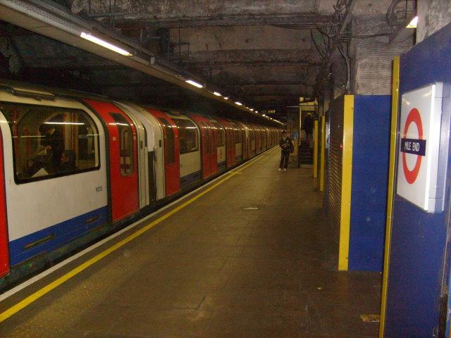 Mile End Platform, Central Line 2008
