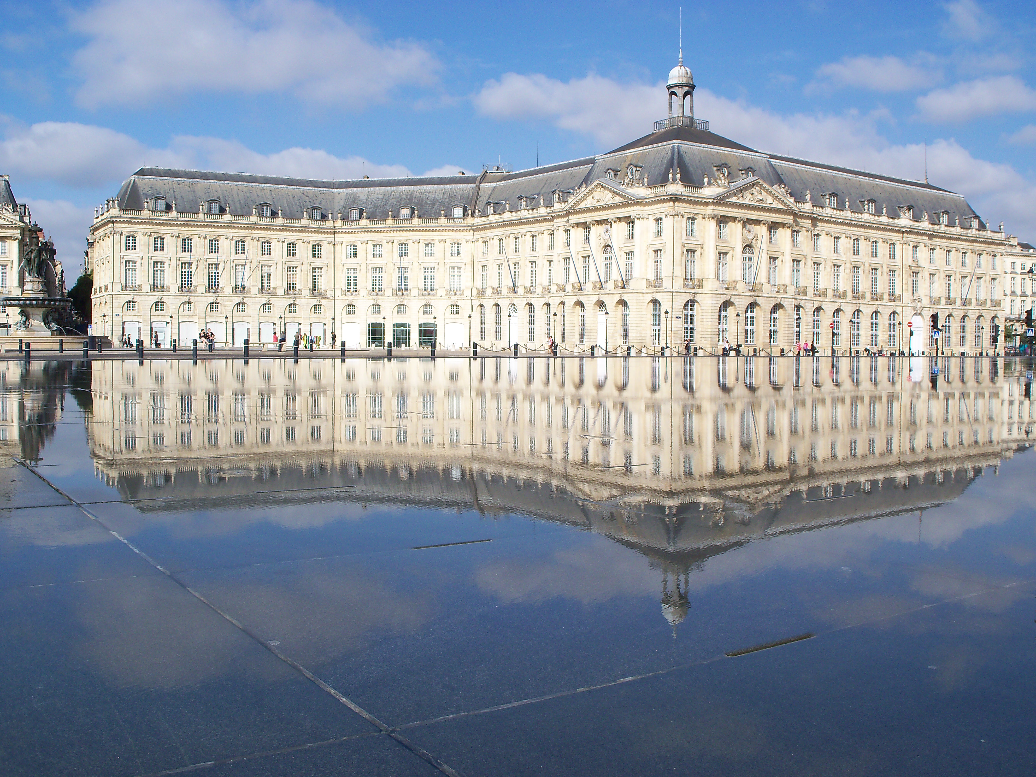 File miroir d 39 eau bordeaux wikimedia commons for Miroir bordeaux