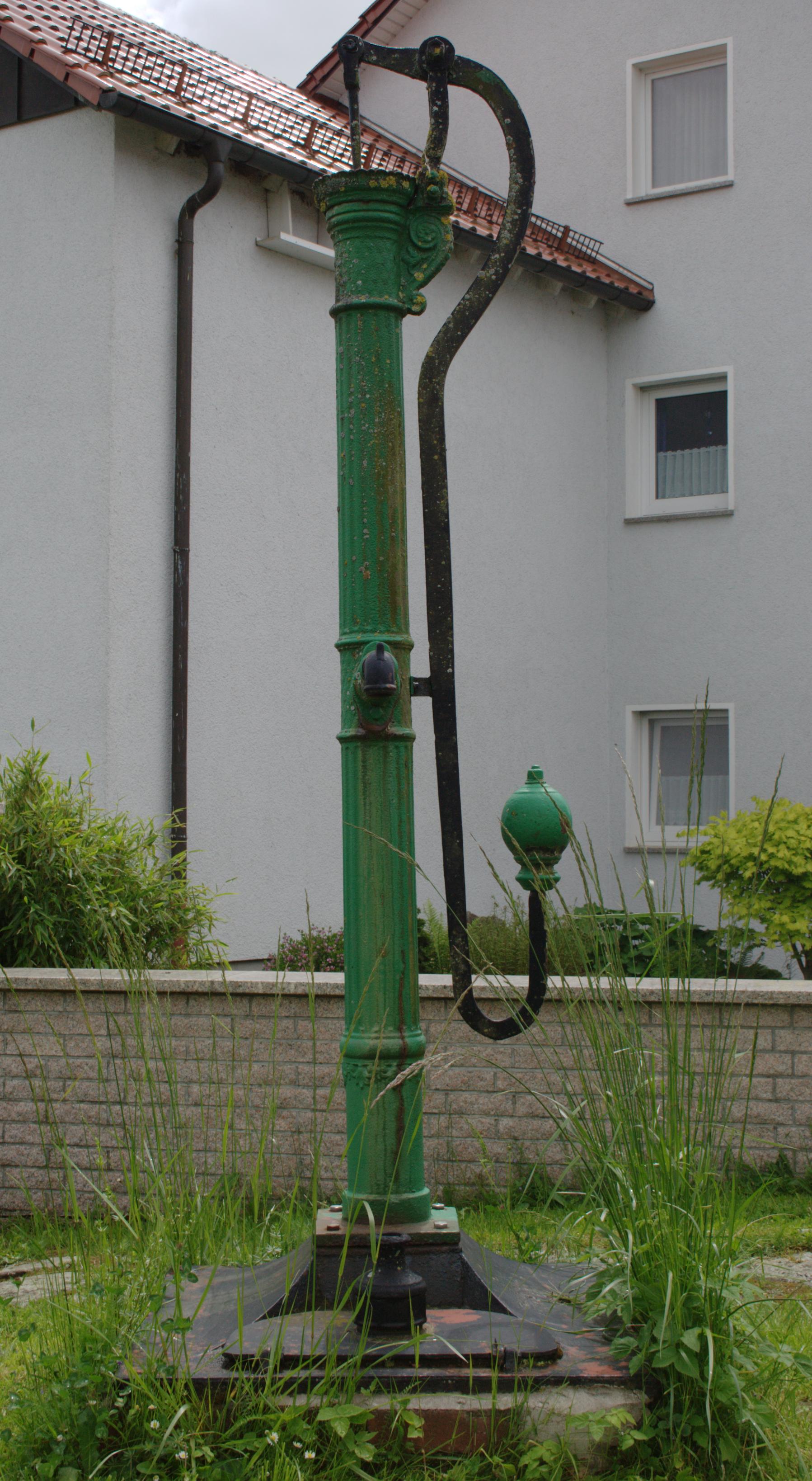 file:muecke ilsdorf darmstaedter strasse brunnen pumpe