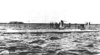 Französisches Boot Narvalmit Elektromotor und Dampfmaschine