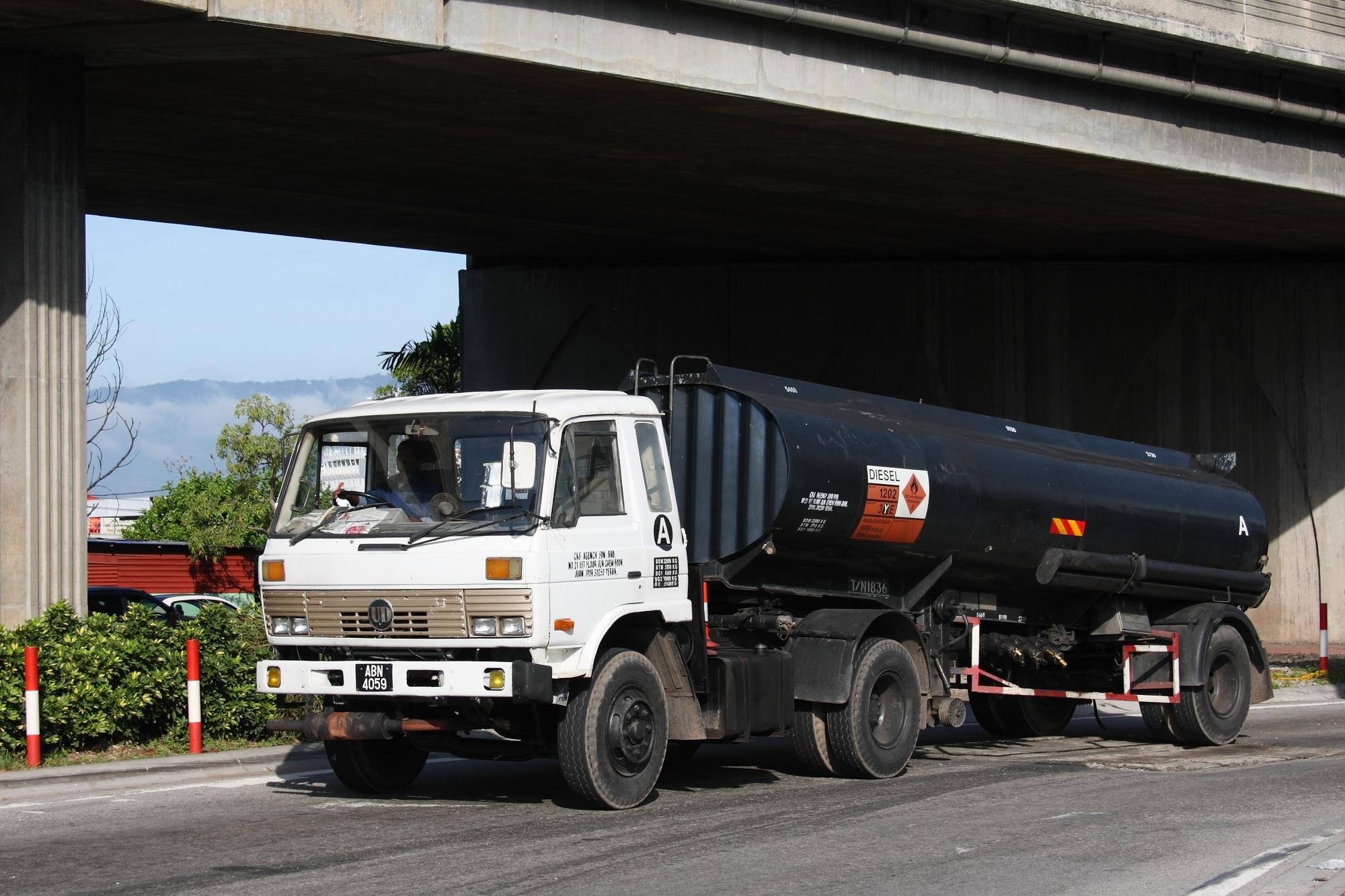 Nissan Diesel Truck >> File Nissan Diesel Truck In Malaysia Jpg Wikimedia Commons