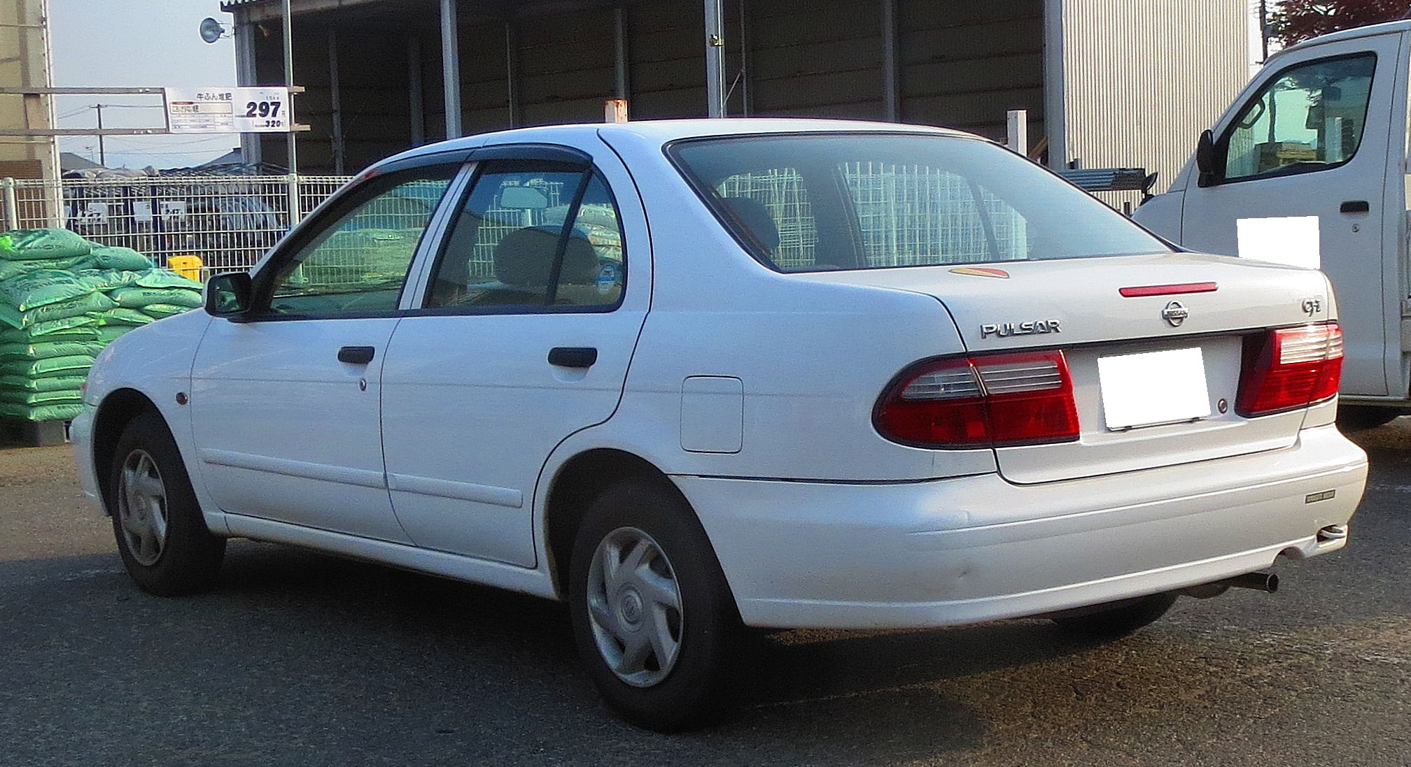 File:Nissan N15 Pulsar 4Door CJ-ⅠLimited Rear.JPG