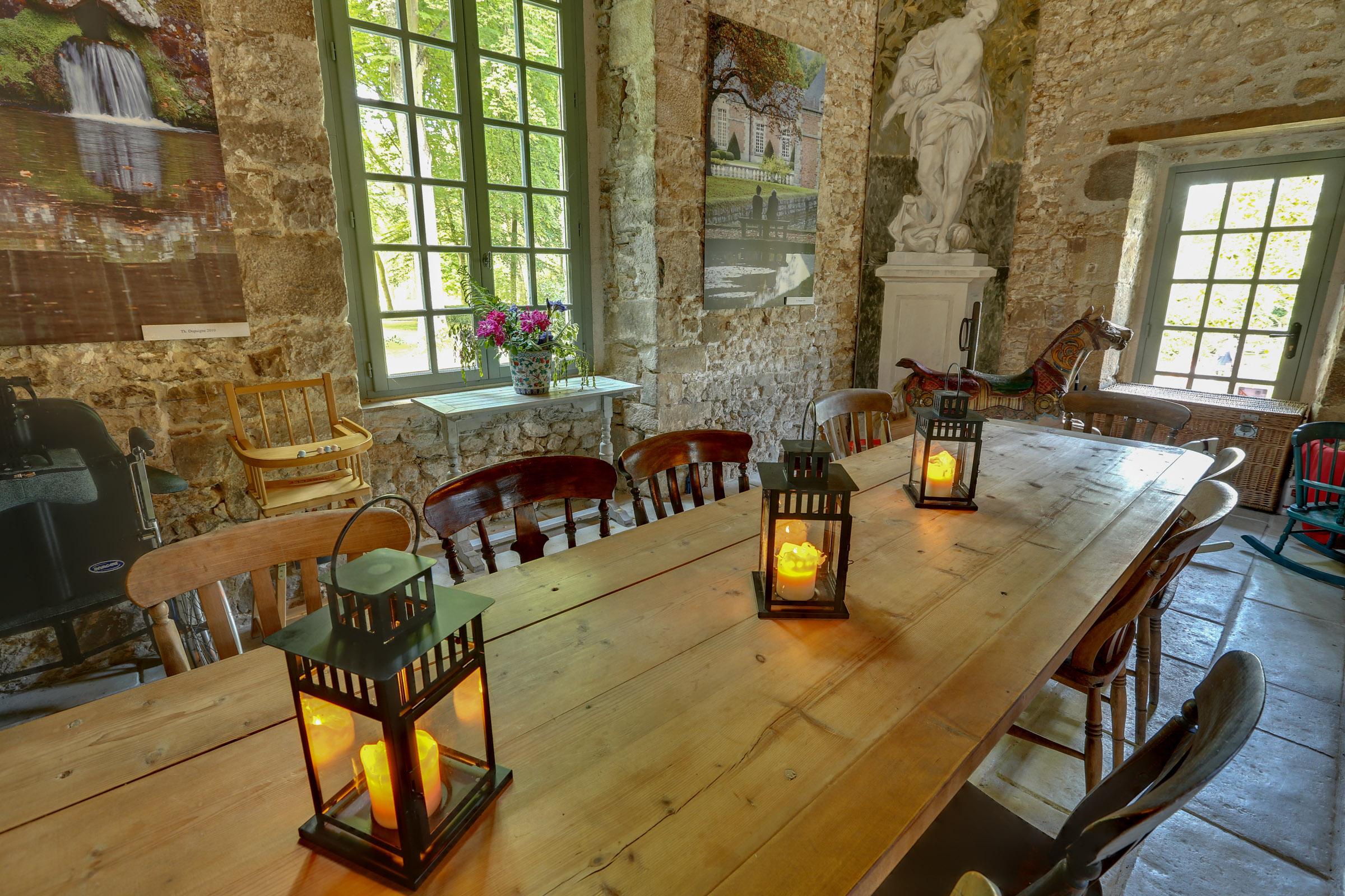File:Parc Chateau Courances Essonne, Grande Table à Lu0027intérieur