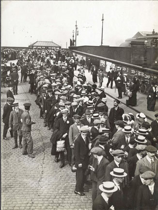 """Pals"" departing from Preston railway station, August 1914 Preston Pals - Preston Railway Station.jpg"