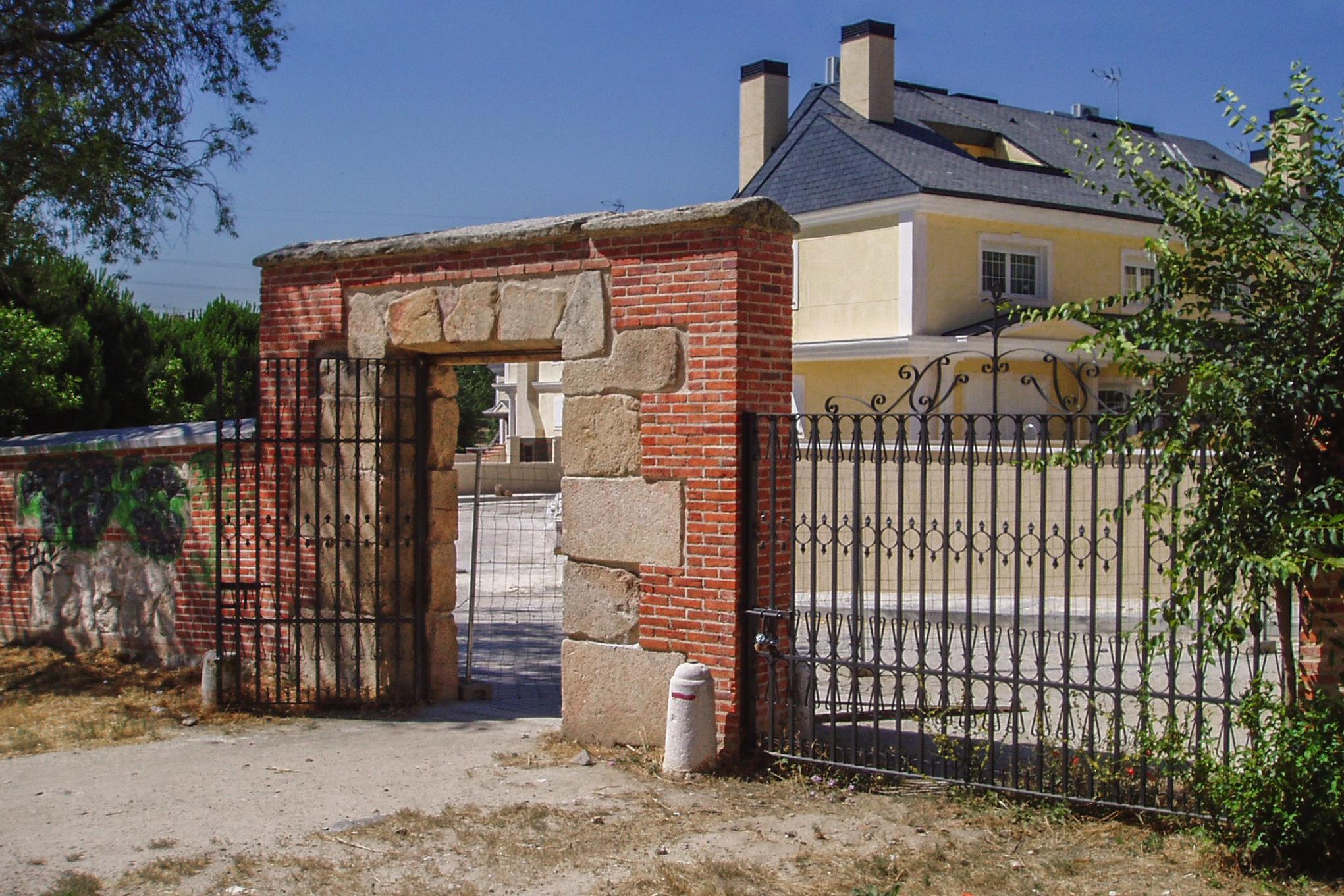 File puerta del zarz n casa de campo madrid espa for Casa de campo