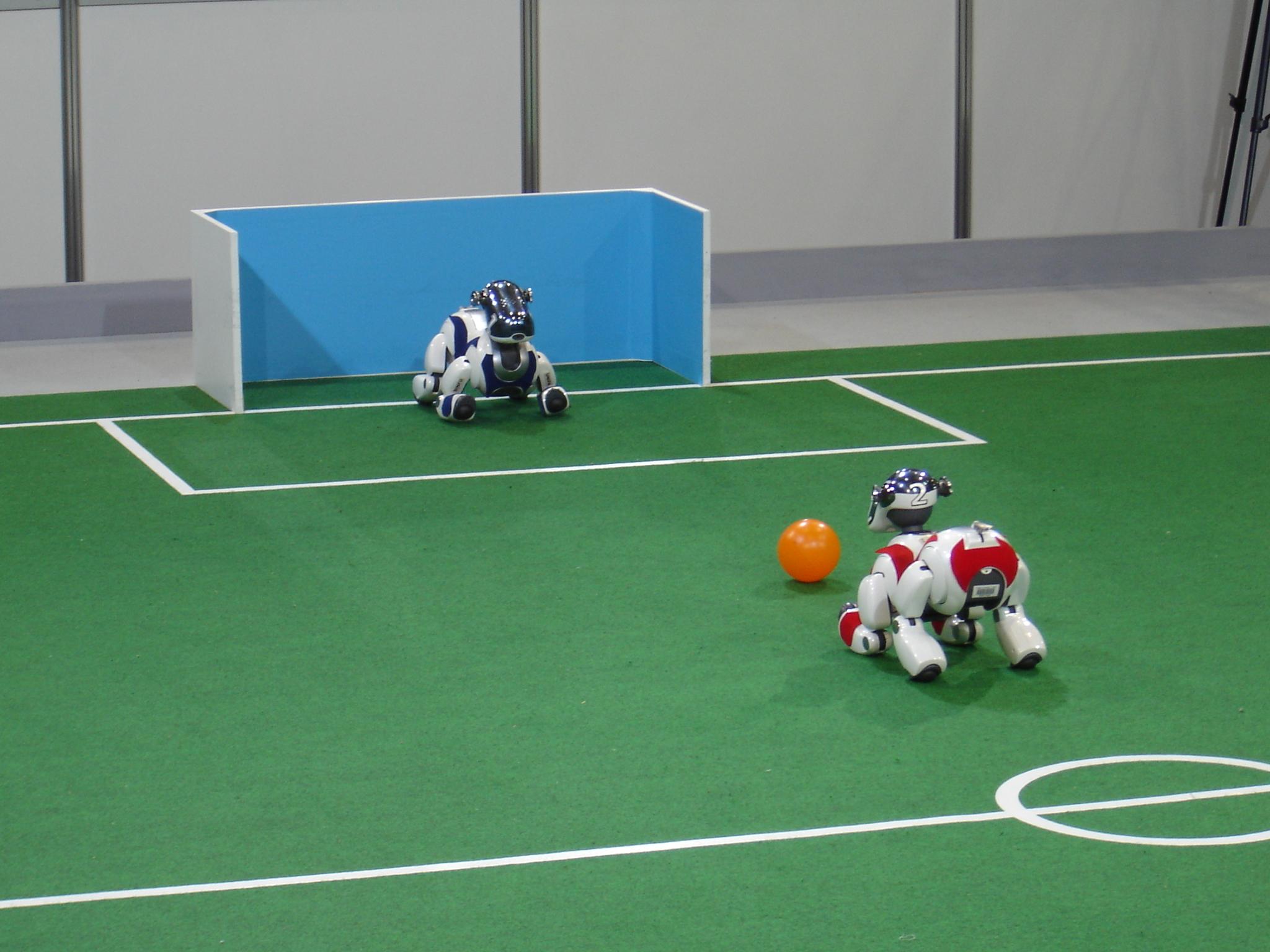Der Spielzeugroboter Aibo im Turnier