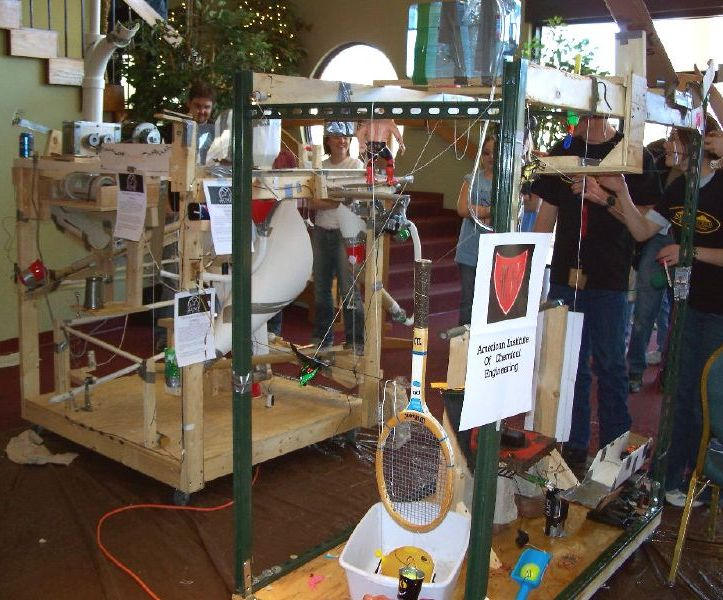 Archivo:Rube goldberg machine.jpg