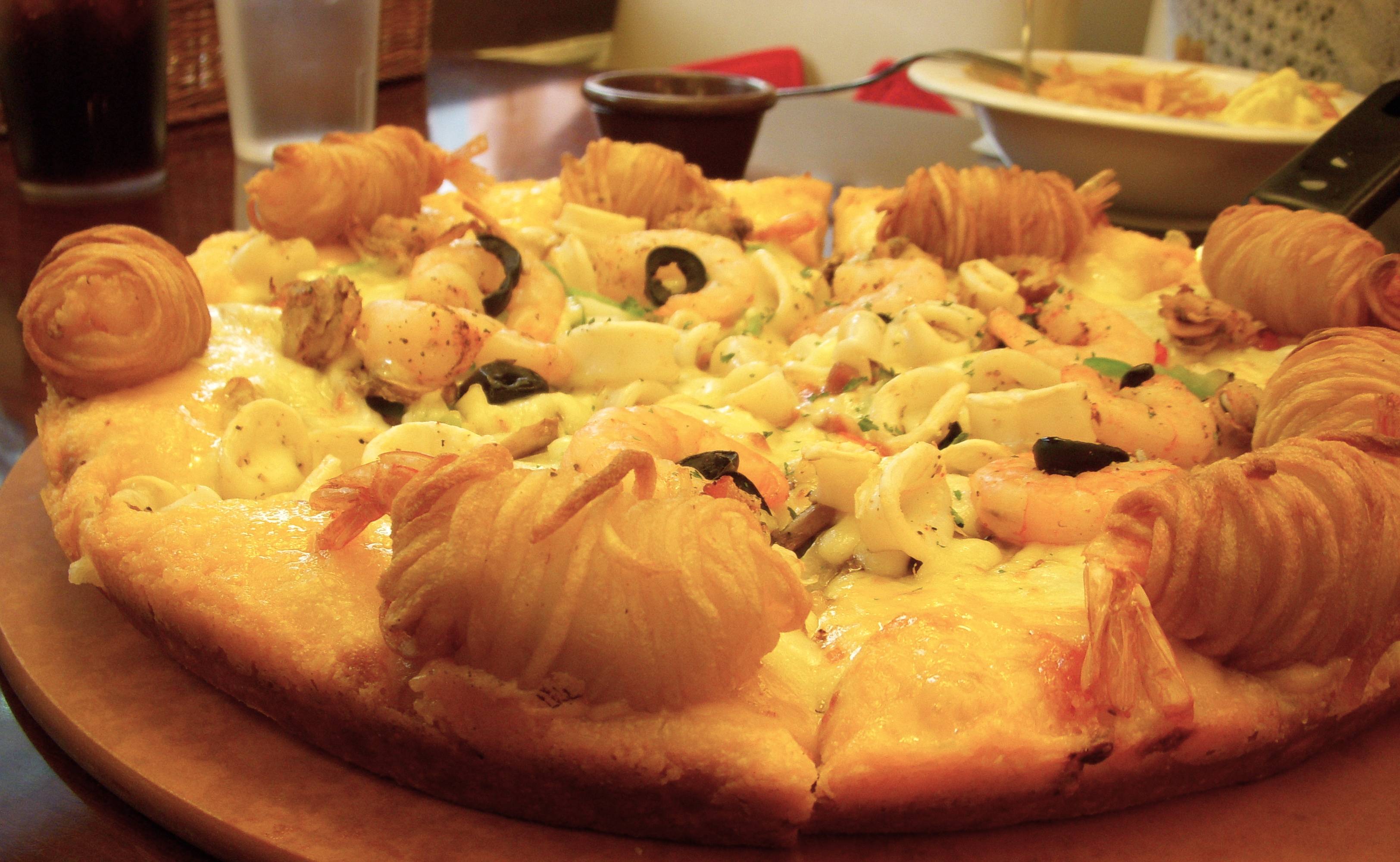 File seafood pizza from mr pizza wikimedia for American cuisine topic