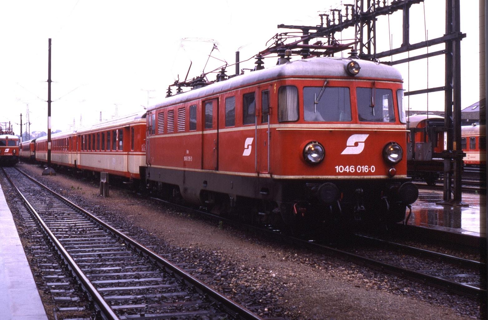 File:St Pölten Hbf 1046-016 1988-08-04.jpg