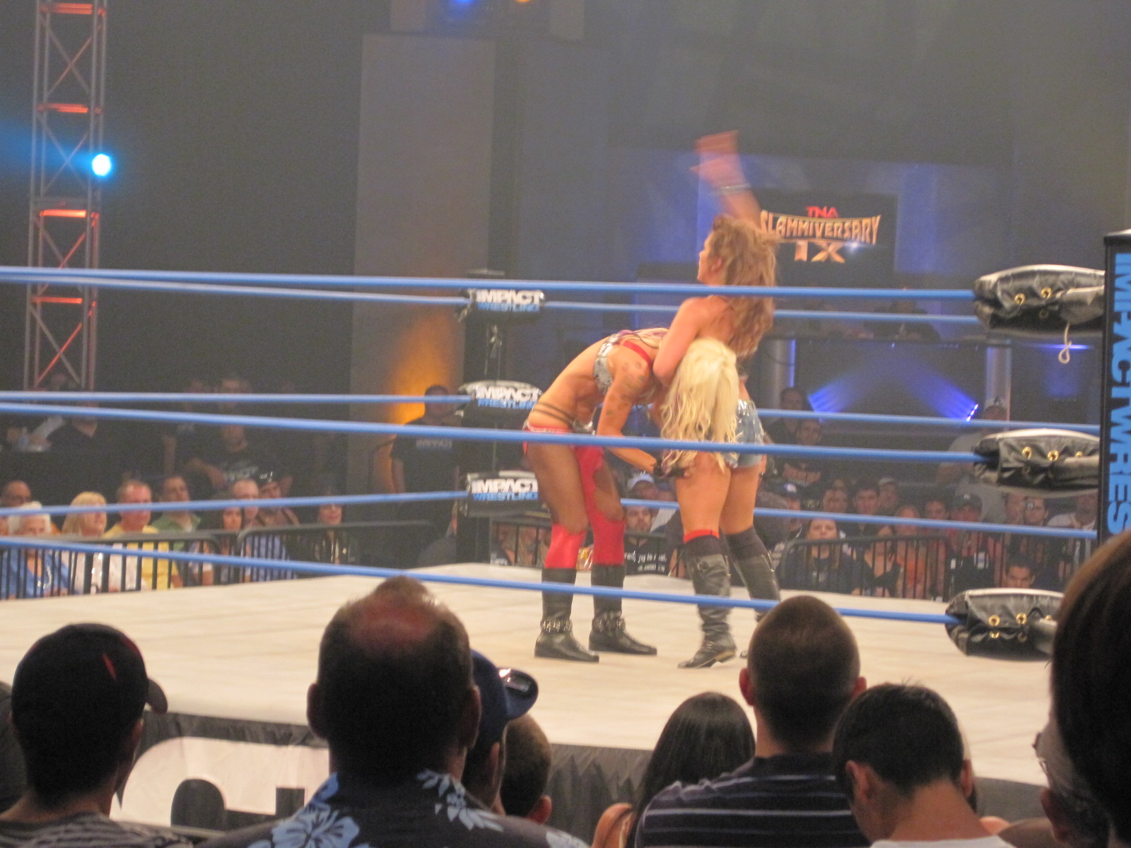 Angelina Love vs Mickie James