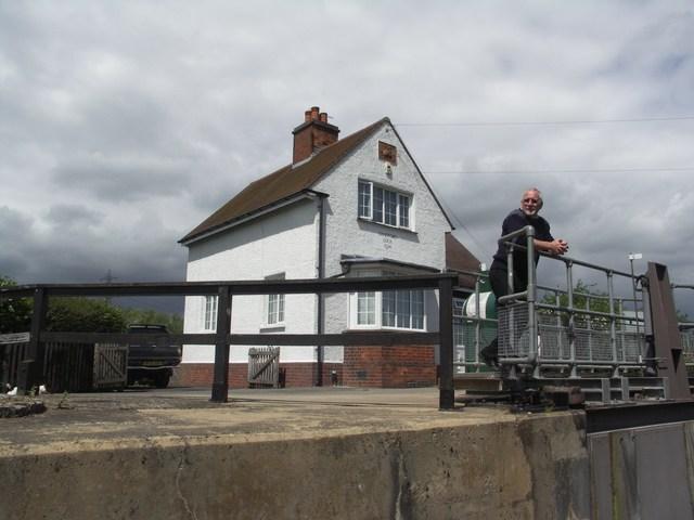 File:The Lock-keeper at Sandford - geograph.org.uk - 441291.jpg