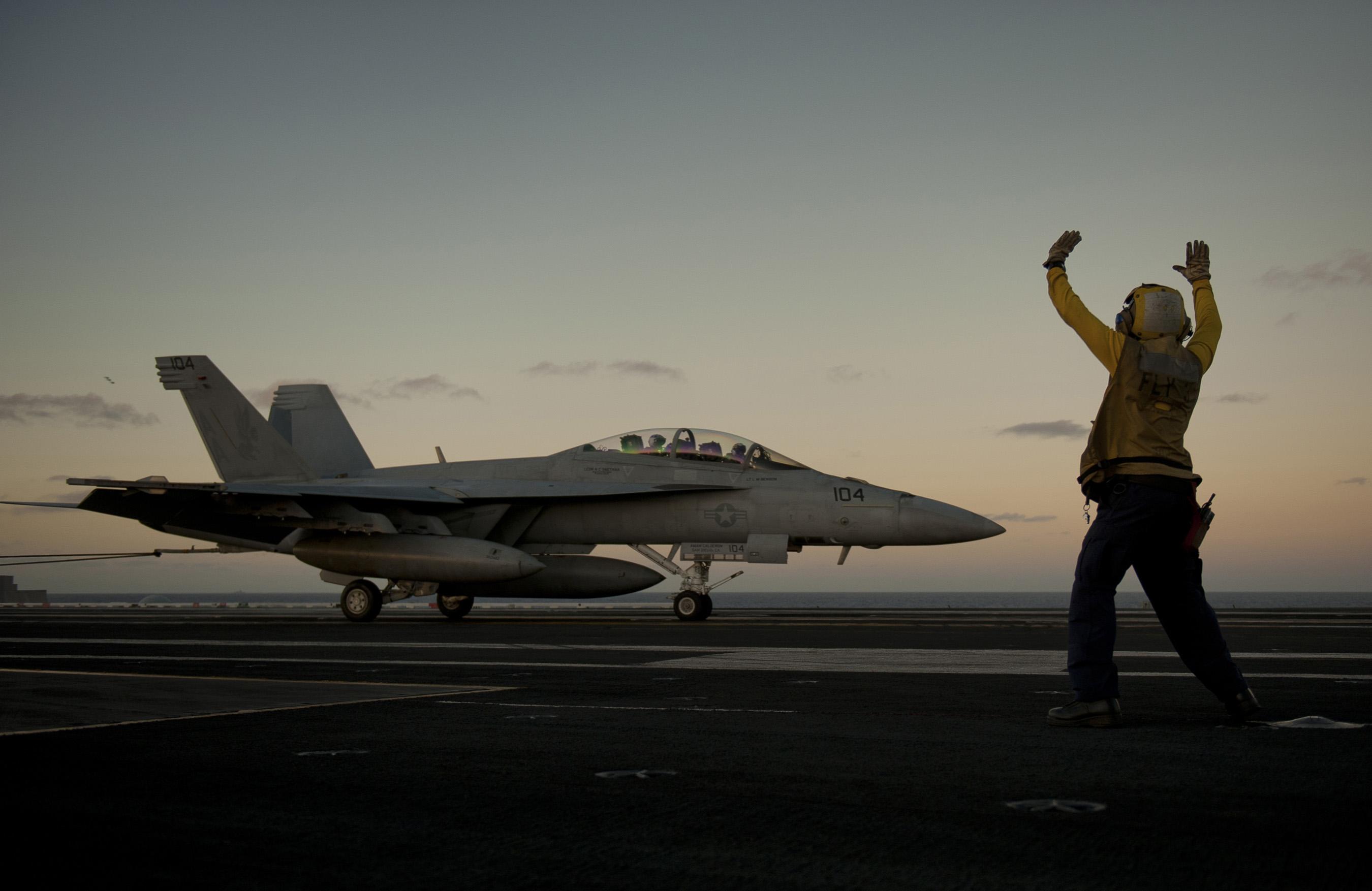 US_Navy_111217-N-DR144-187_Aviation_Boat