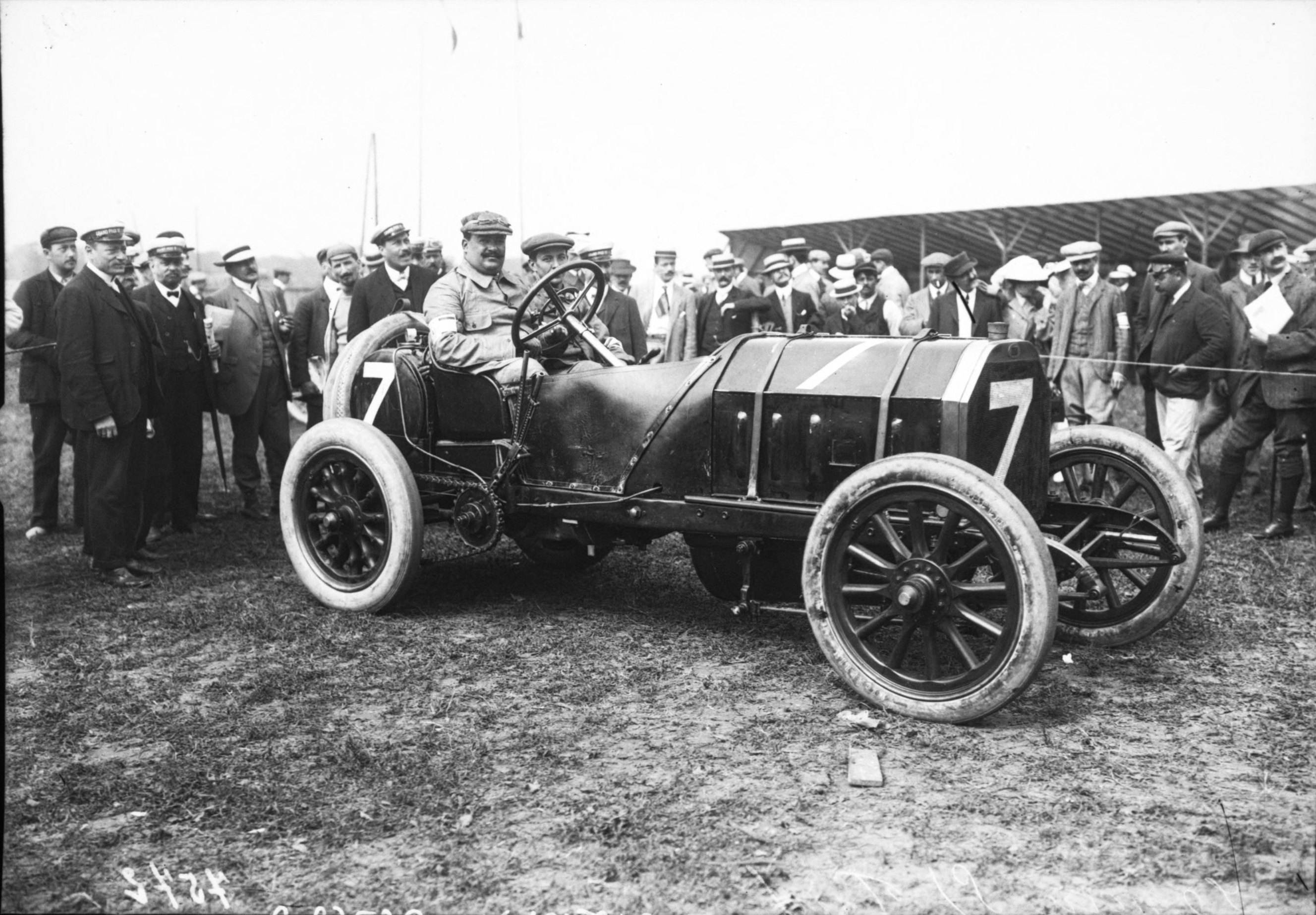 file vincenzo lancia in his fiat at the 1908 french grand prix at wikimedia commons. Black Bedroom Furniture Sets. Home Design Ideas