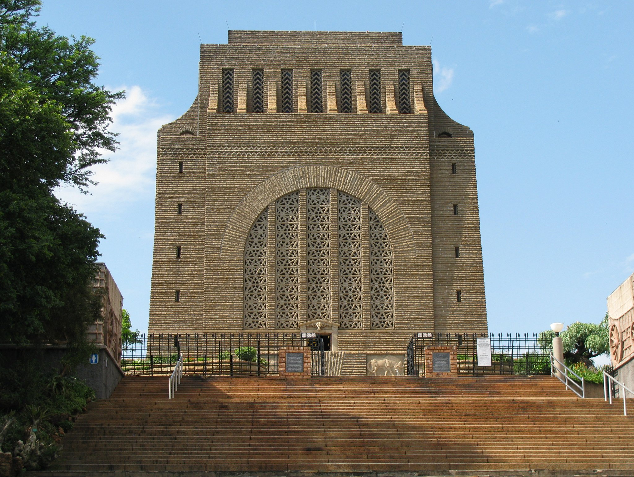 voortrekker monument operates as an architectural Making memory space: recollection and reconciliation in post apartheid south african architecture voortrekker monument and nature reserve.