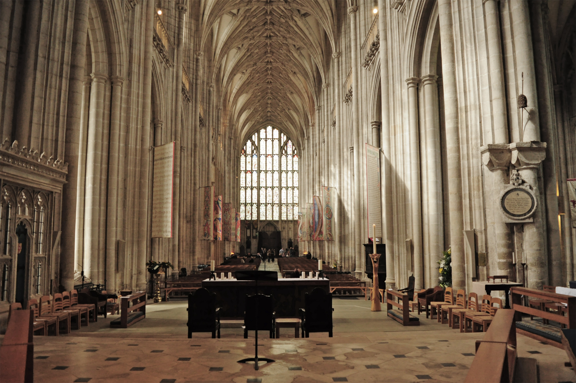 File:Winchester Cathedral, Interior.JPG