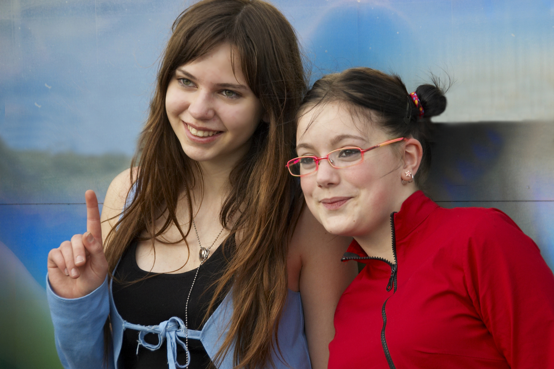 Description Young girls with very nice smiles.jpg