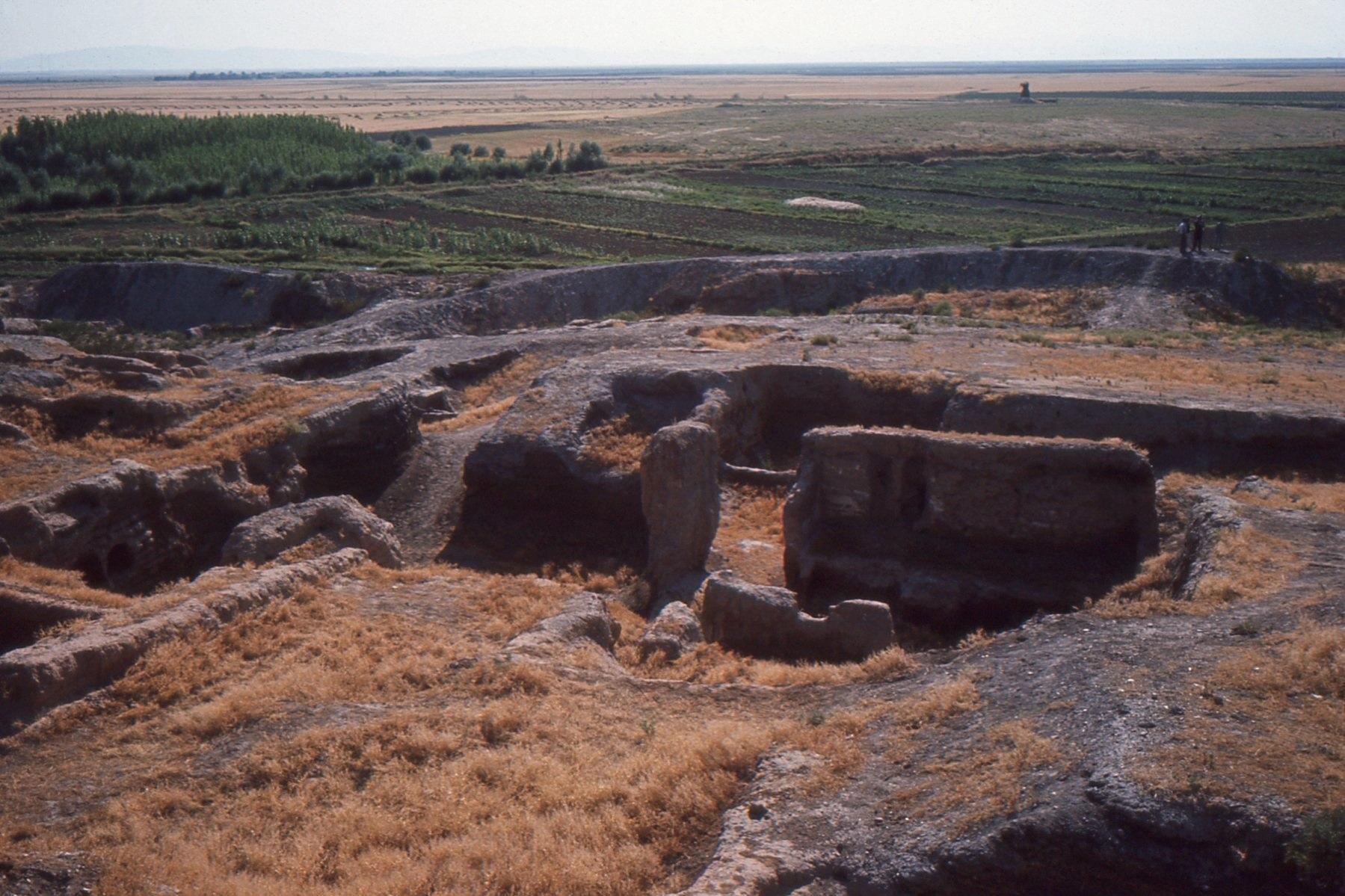 File:Çatalhöyük with surroundings..jpg - Wikimedia Commons