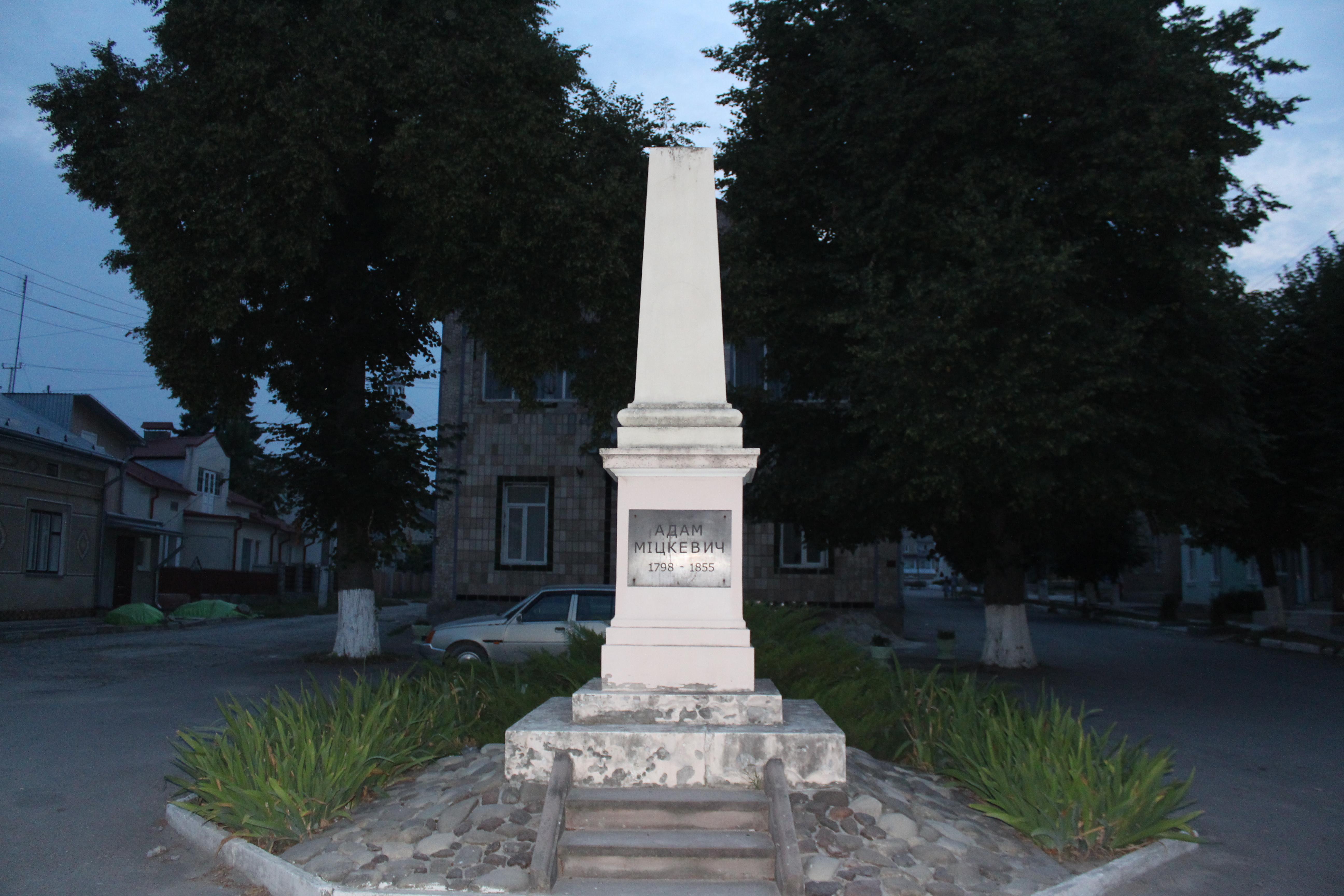 Немає підстав стверджувати, що виявлені під зруйнованим пам'ятником у Грушовичах останки належать членам УПА, - заступник директора Інституту нацпам'яті Польщі Швагжик - Цензор.НЕТ 2181