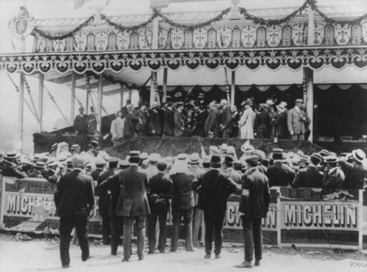 File:1906 French Grand Prix victory ceremony.jpg
