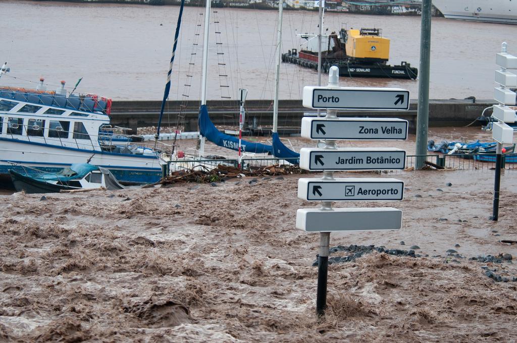 2010 Madeira floods and mudslides - Wikipedia