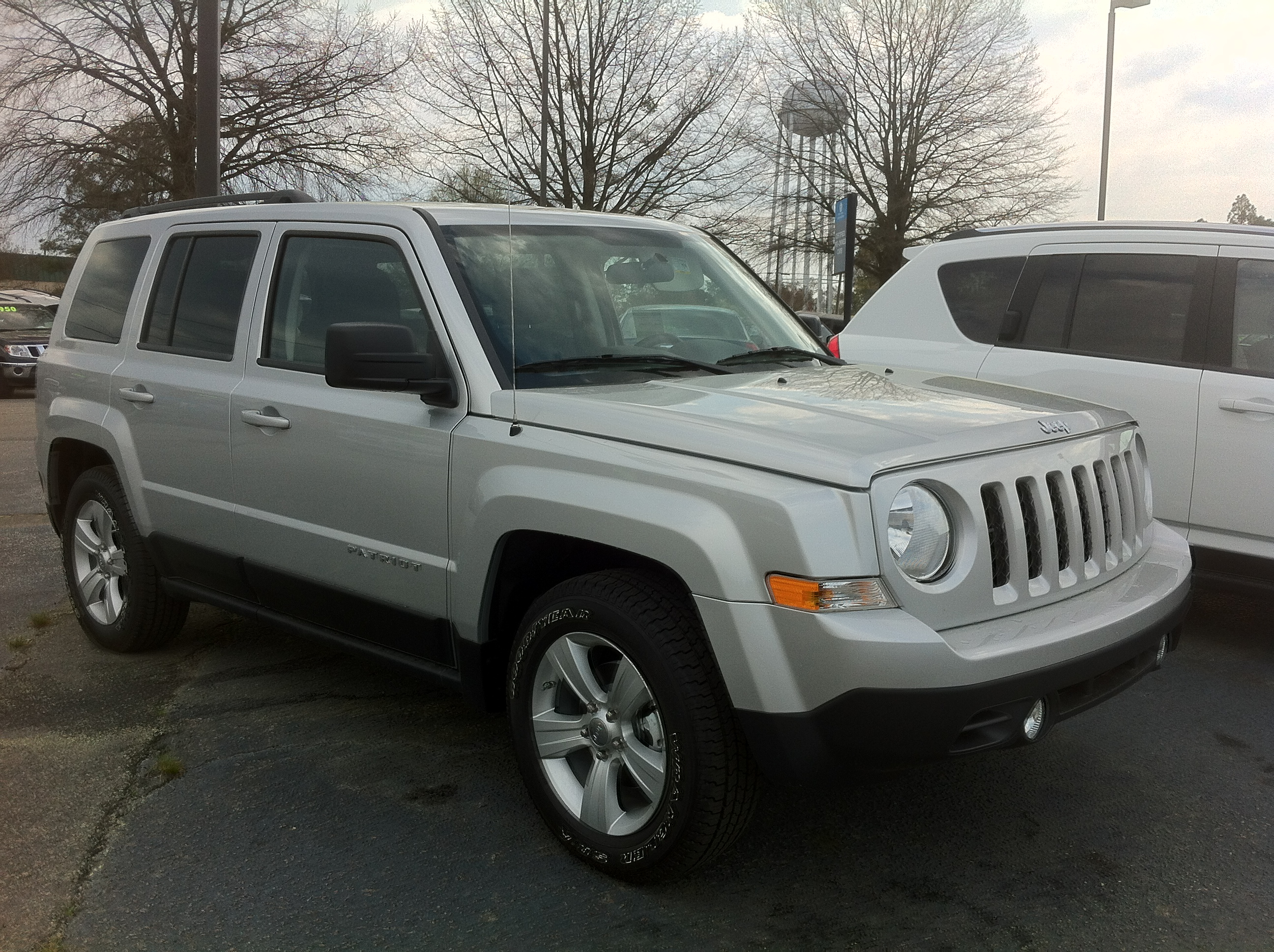 file:2012 jeep patriot - silver suv in aberdeen nc - wikimedia