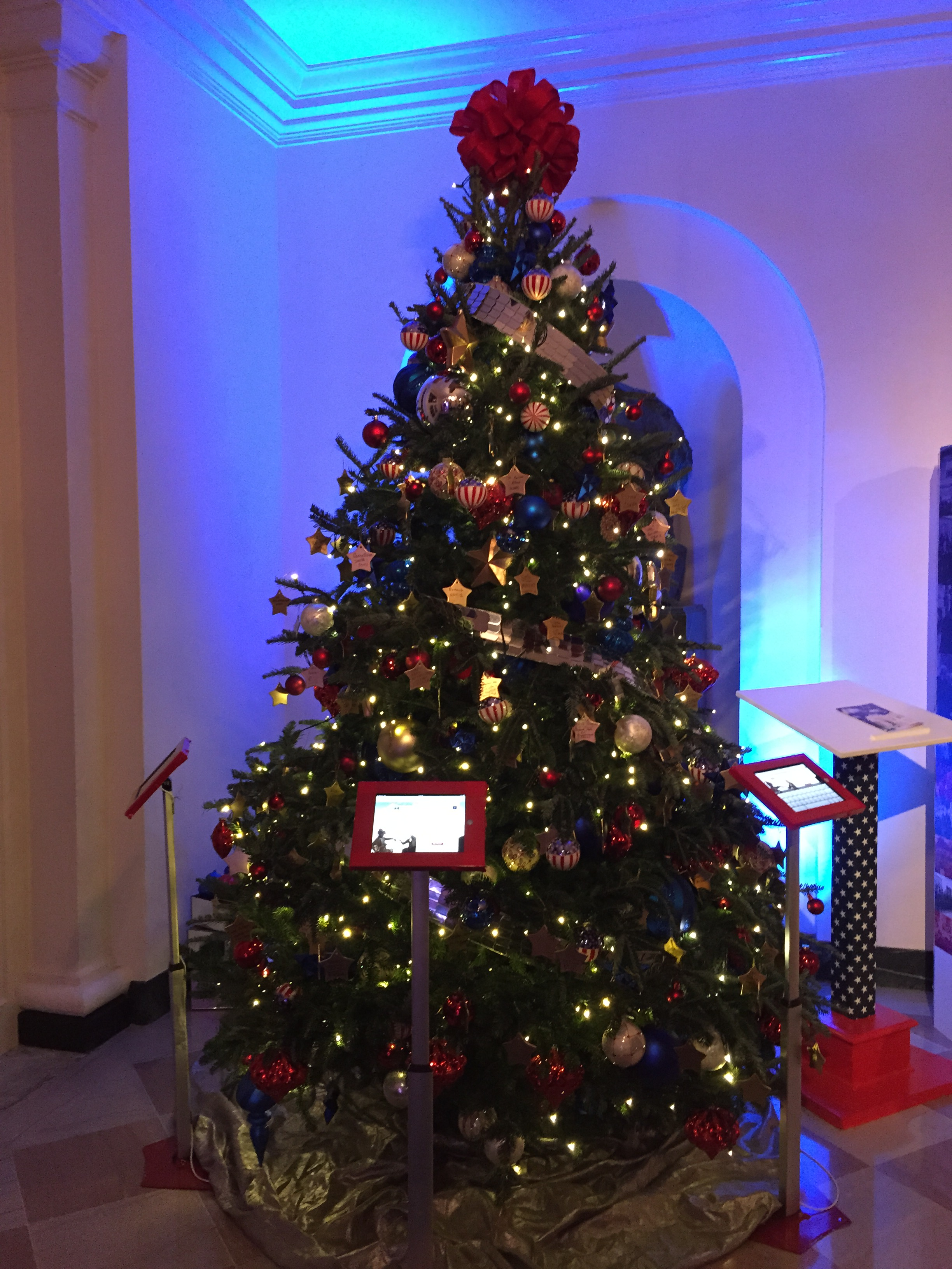 file2016 12 03 19 48 55 christmas tree in the east wing