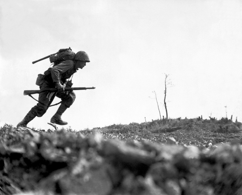 Guerra do pacfico wikipdia a enciclopdia livre um fuzileiro americano lutando em okinawa 10 de maio de 1945 fandeluxe Images