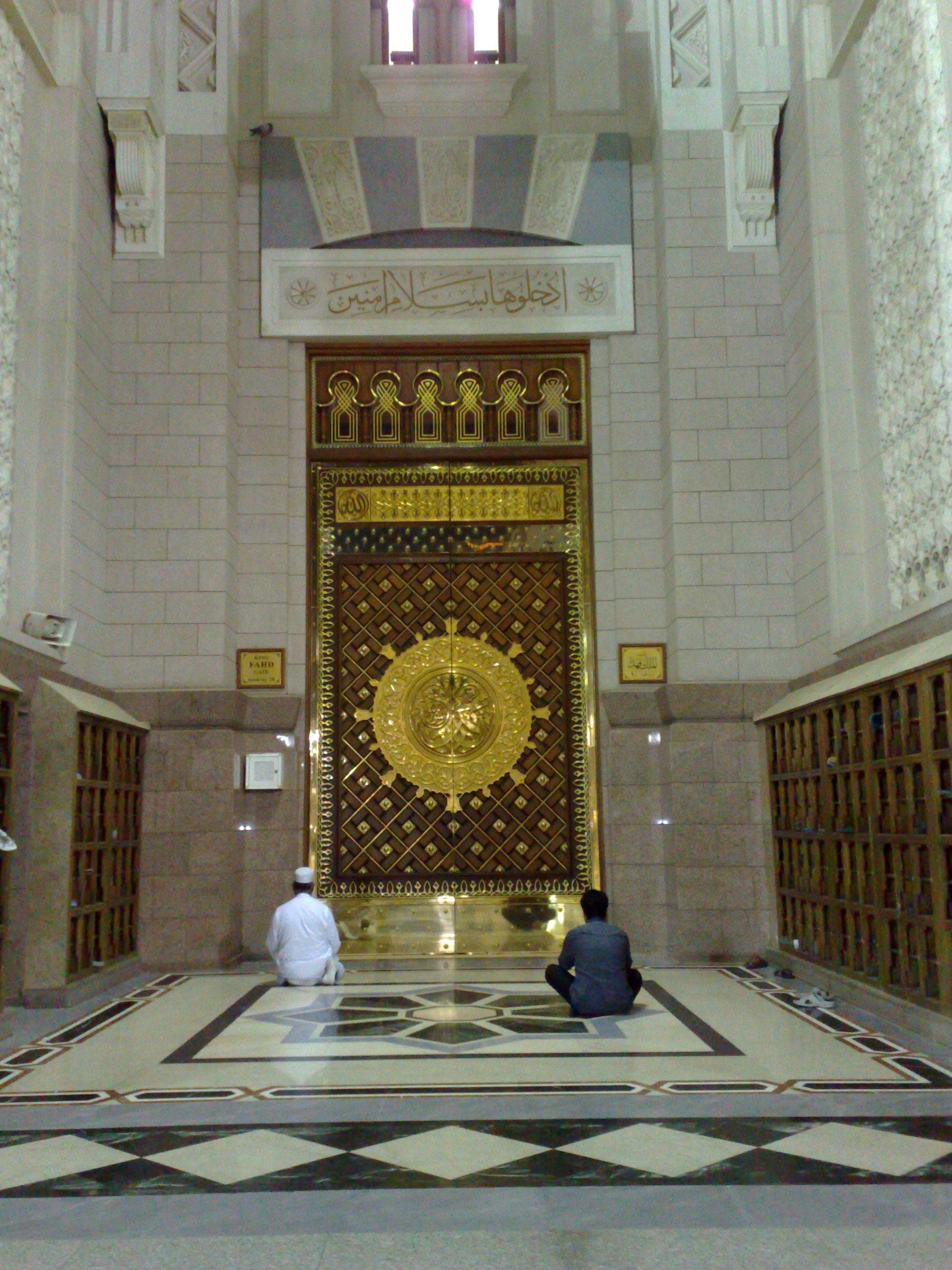 FileAl-Masjid al-Nabawi 04.jpg & File:Al-Masjid al-Nabawi 04.jpg - Wikimedia Commons