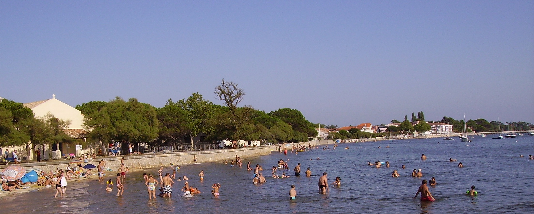 File:Andernos-les-Bains - plage.jpg - Wikimedia Commons
